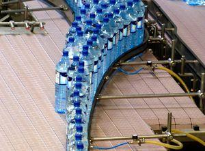 convoyeur de mise en fil / à bande / pour bouteilles en plastique / pour bouteilles en verre