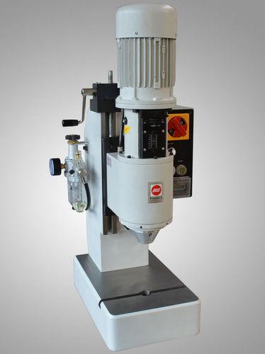 machine de rivetage pneumatique