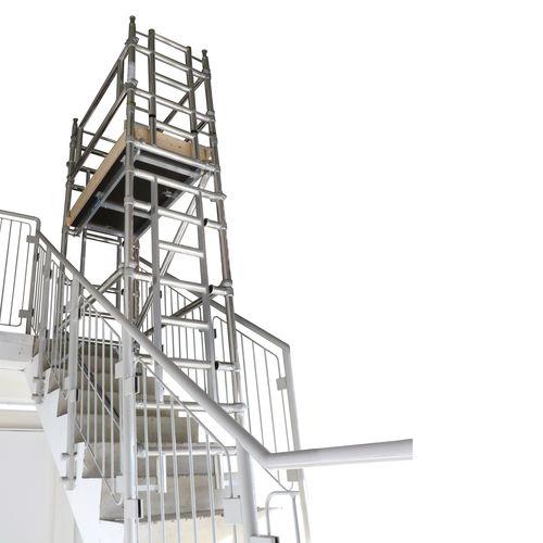 tour d'échafaudage avec escaliers