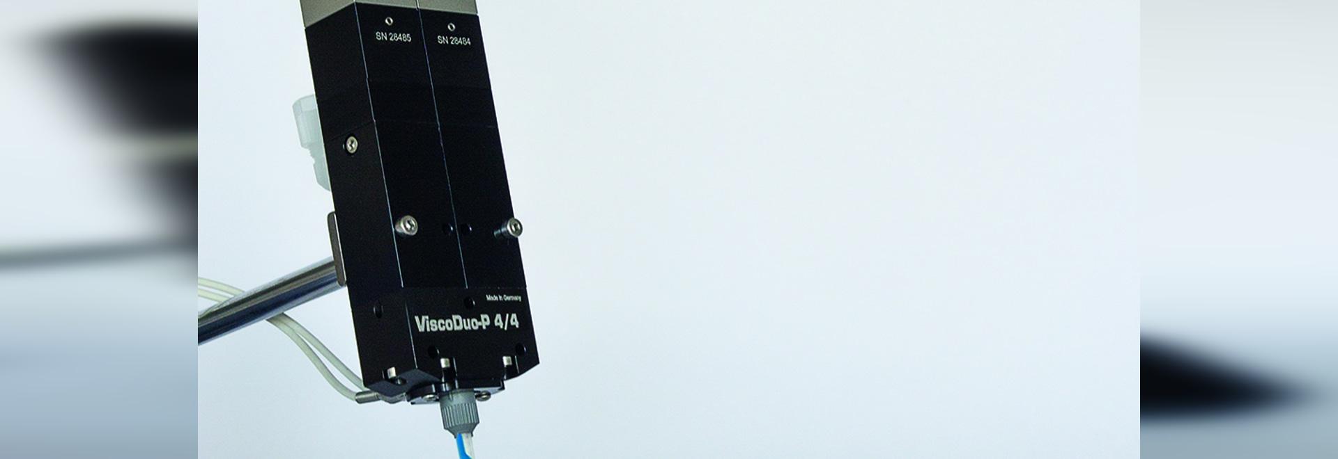 Application de la perle ViscoDuo-.P4/4 avec du silicone de deux-composant