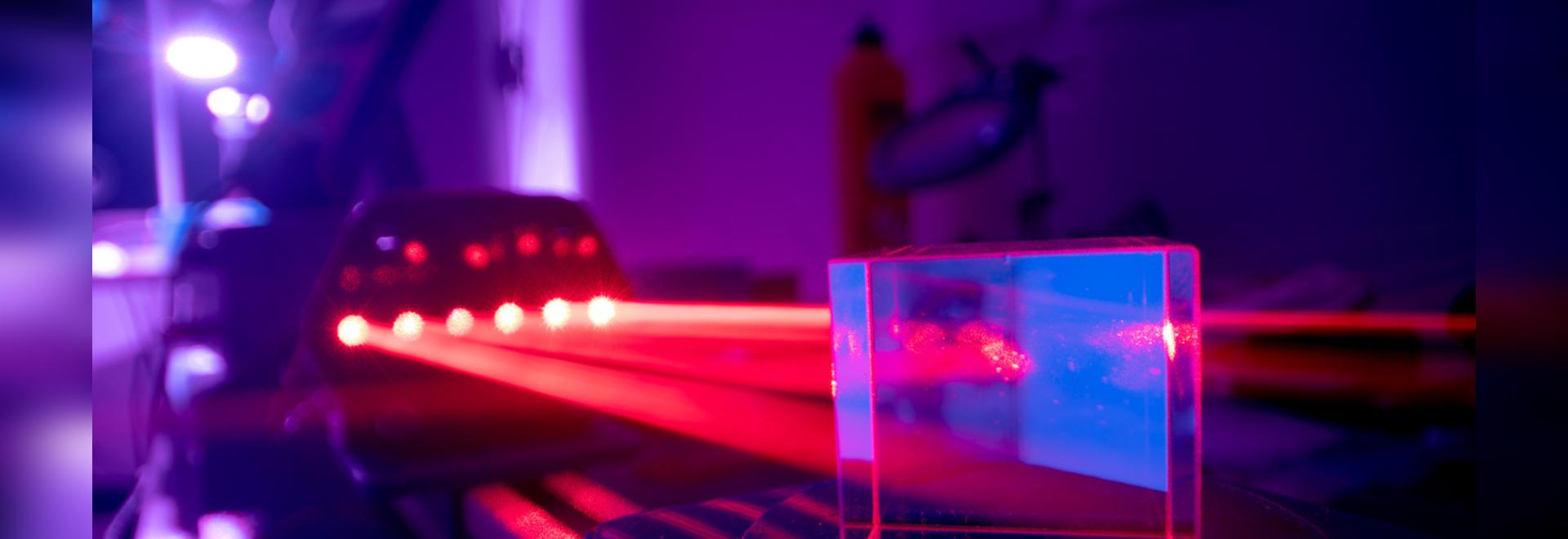 Le laser a été inventé il y a 60 ans, en 1960. À l'occasion de son 60e anniversaire, des journalistes et des experts de l'industrie racontent l'impact que la technologie laser a eu en Allemagne et ...