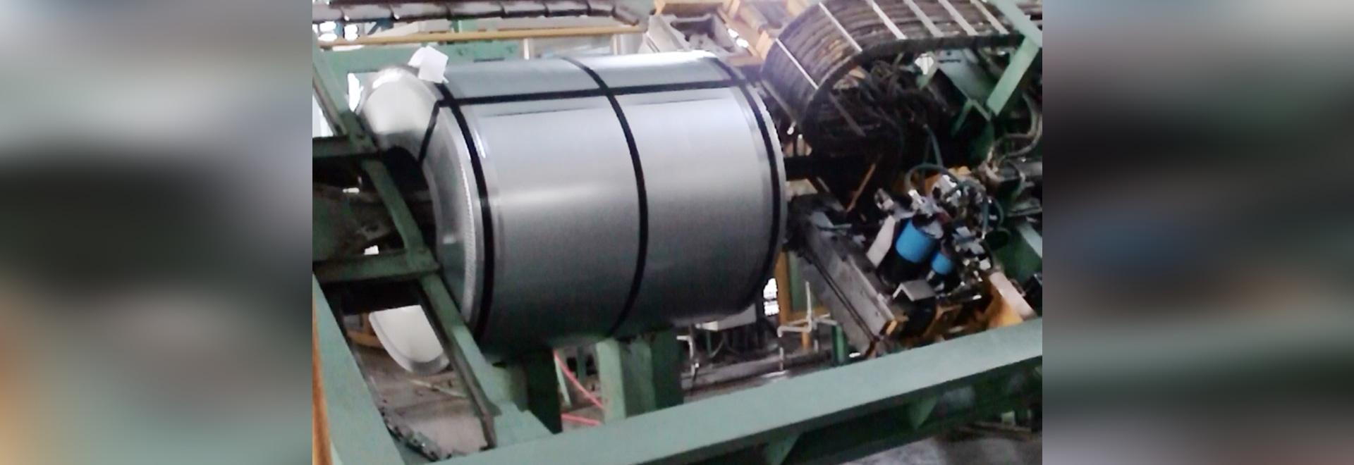 machine de cerclage en acier automatique de double tête pour le double cerclage d'à travers-bobine