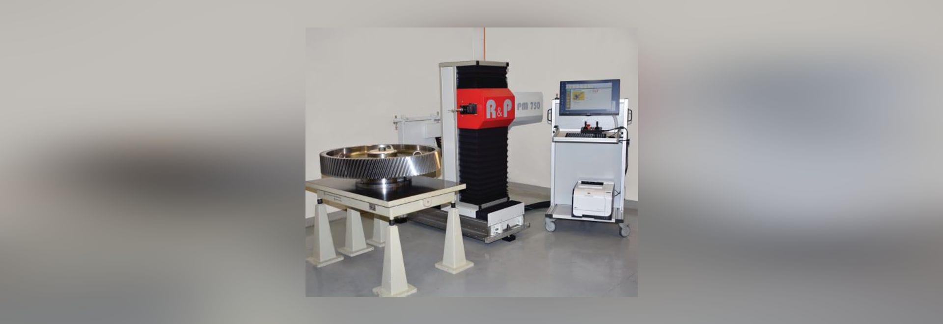 Le P.M. 750 de la métrologie de R&P est un dispositif portatif utilisé pour mesurer de grandes parties sur des machines de production manquant de l'inspection à bord. Un système d'amarrage avec...