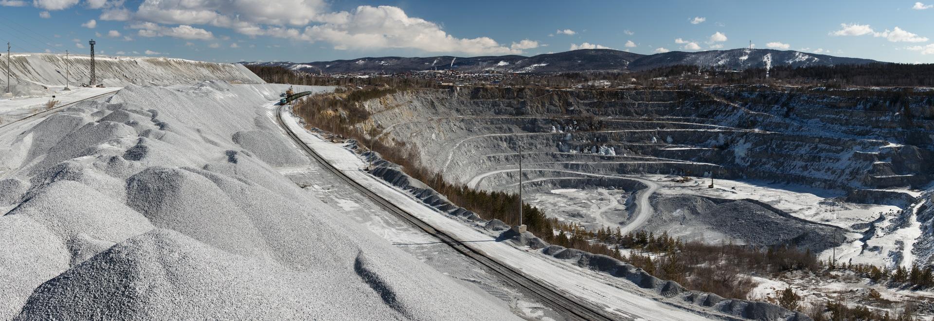 A la pointe de l'exploitation minière : de la bauxite à l'alumine en passant par l'aluminium