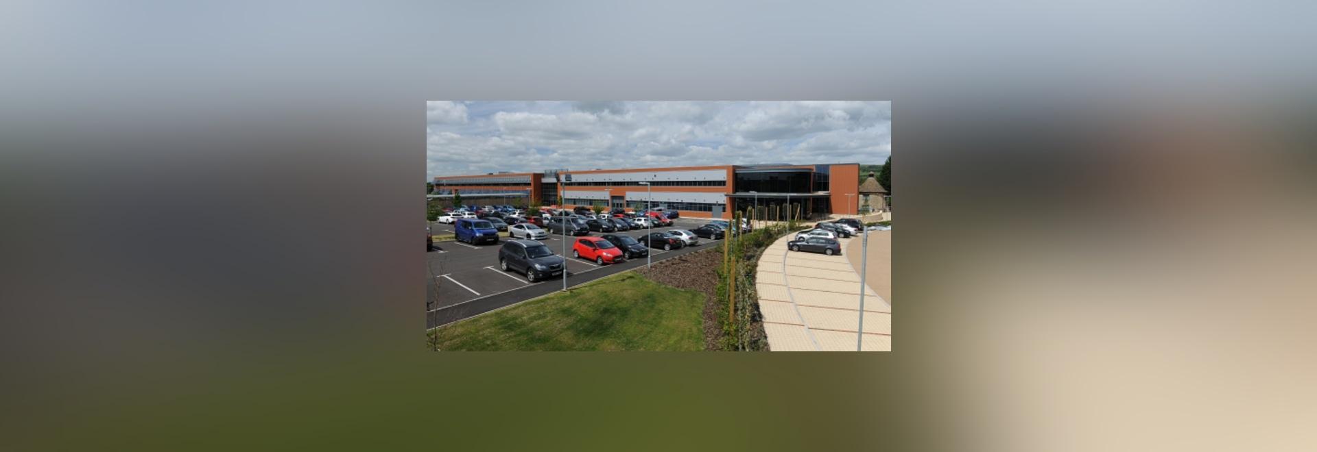 Renishaw ? le nouveau centre d'innovation de s loge la recherche et développement et le personnel de corporation de services, aussi bien que des secteurs de démonstration, de formation et de confér...