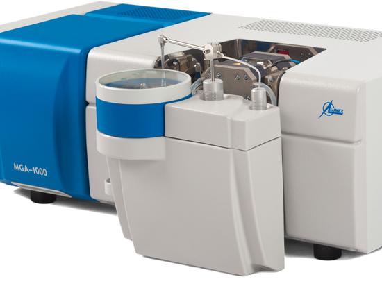 Spectromètre d'absorption atomique dans un four en graphite de Lumex Instruments peut déterminer à la fois les oligo-éléments et les principaux composants des échantillons d'eau