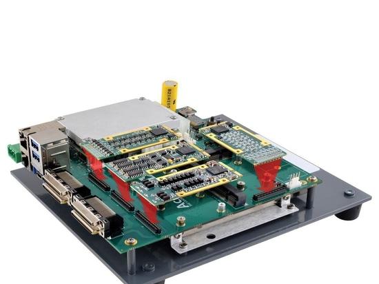 La carte porteuse de type 10 contient quatre modules d'E/S mPCIe