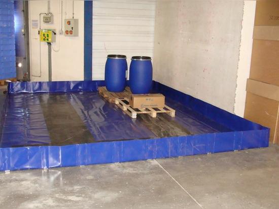 Zone de stockage occasionnel - Bac de rétention souple avec équerres de maintien et bandes de roulement