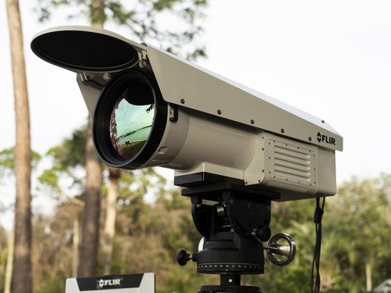Caméra thermique pour les applications à longue portée et à haute température