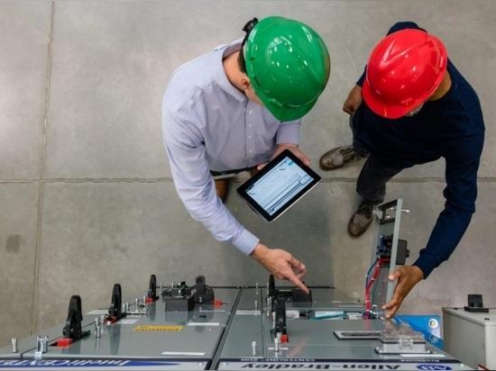 """""""Avec FactoryTalk Innovation Suite, nous ne parlons pas seulement de produits, nous offrons une gamme de solutions"""""""