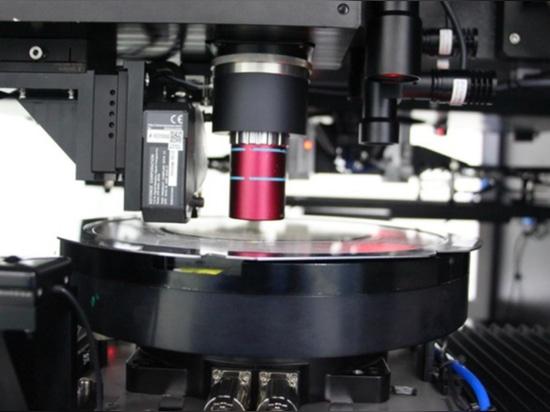 La CEC (China Electronics Corp.) a récemment annoncé le premier développement national d'une machine de découpe laser de plaquettes