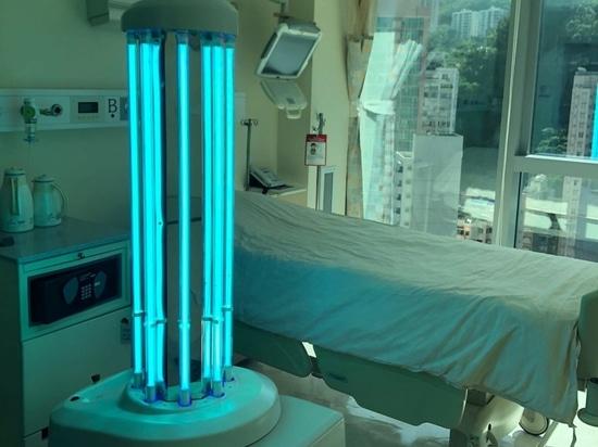 Un robot de désinfection utilisant les UV dans une chambre de patient