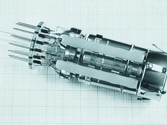 La percée a eu lieu avec la télévision couleur : la technologie laser a ouvert la voie à la production automatisée de pièces soudées pour les tubes cathodiques.