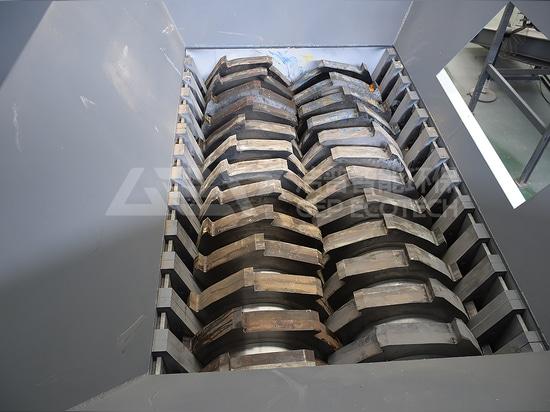 Broyeur industriel de plastique à usage intensif pour l'élimination des réservoirs IBC