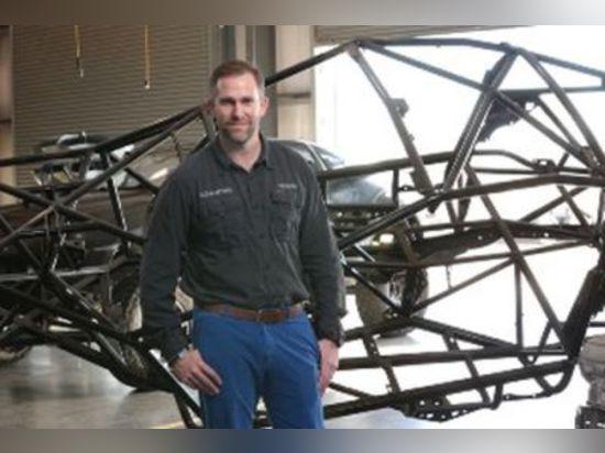 L'homme derrière la voiture des stratus 3D-Printed à être locuteur principal