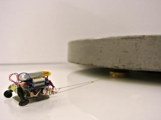 ? MICROTUG ? LES ROBOTS TIRENT PRESQUE 2.000 FOIS LEUR PROPRE POIDS