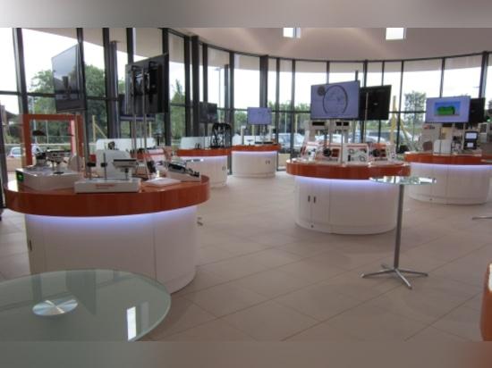Le centre d'innovation est le premier un tel centre de démonstration pour loger toute les compagnie ? produits de s, y compris la métrologie, la fabrication de spectroscopie et les soins de santé a...