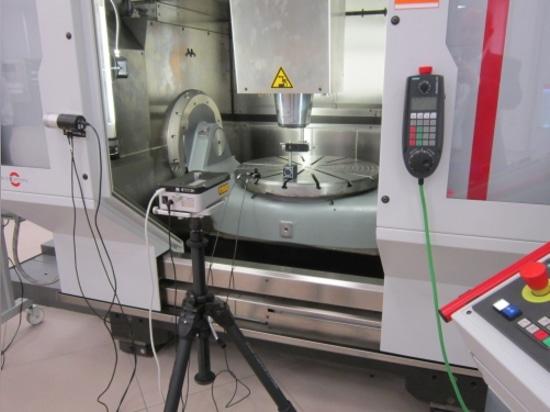 Des machines-outils de diverses marques et tailles sont utilisées pour démontrer Renishaw ? nombreuses solutions de sondage et de calibrage de s.