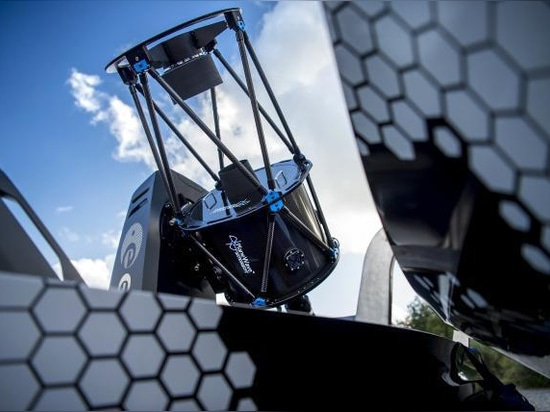 Nissan dévoile l'observatoire mobile – concept foncé de ciel de Navara