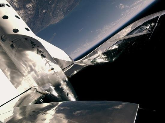 Virgin Galactic fait l'espace pendant la deuxième fois en Dix semaines avec trois à bord, atteignant des altitudes plus élevées et des vitesses plus rapides, car le programme d'essai en vol continue
